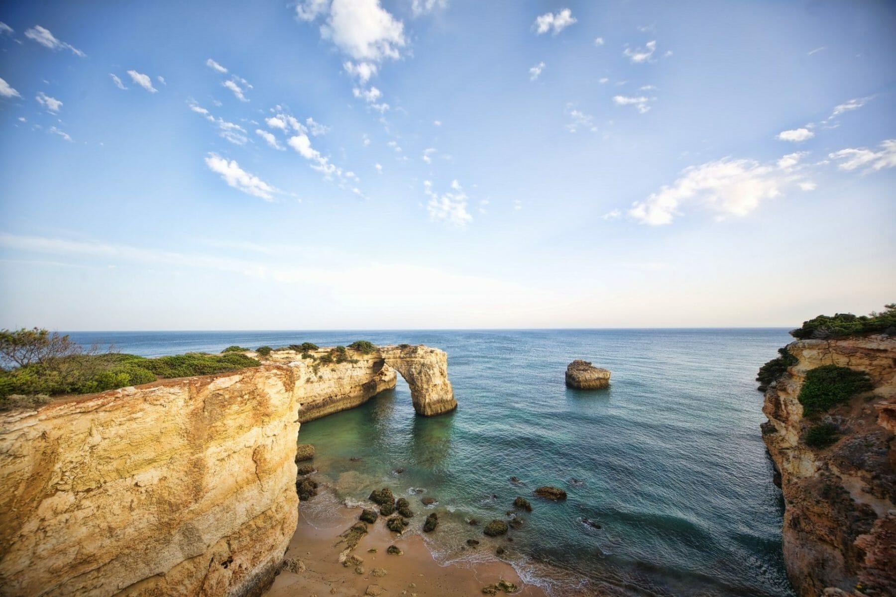 Yoga Woche - Felsenbogen am Praia da Albandeira