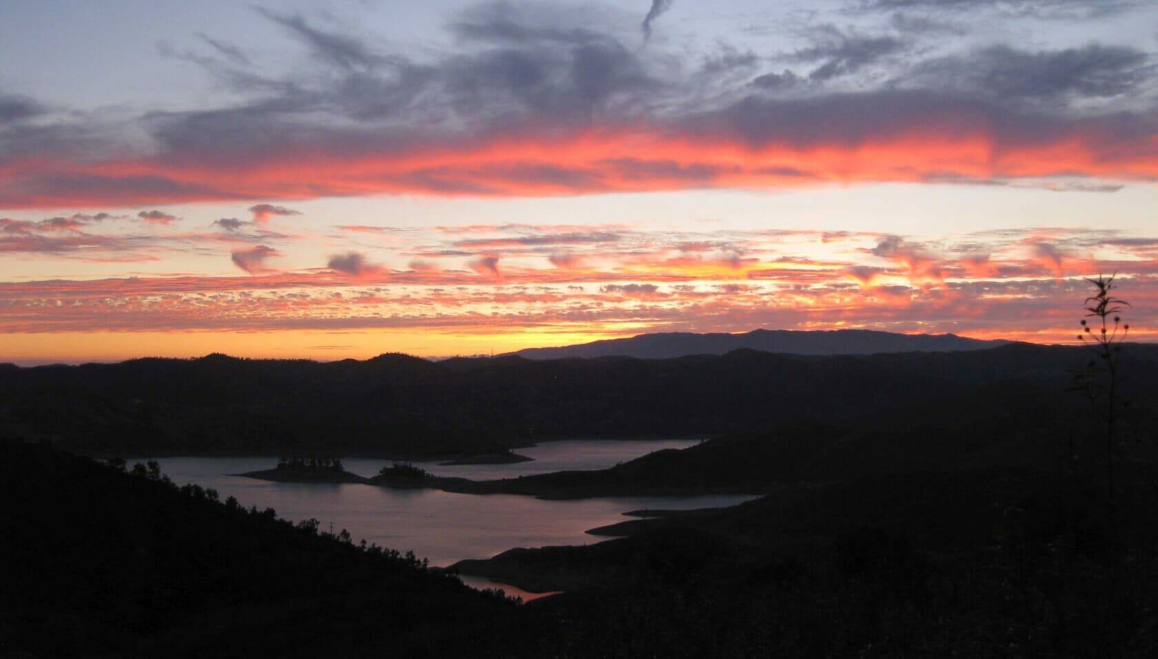 Arade Stausee bei Vale Fuzeiros im Sonnenuntergang