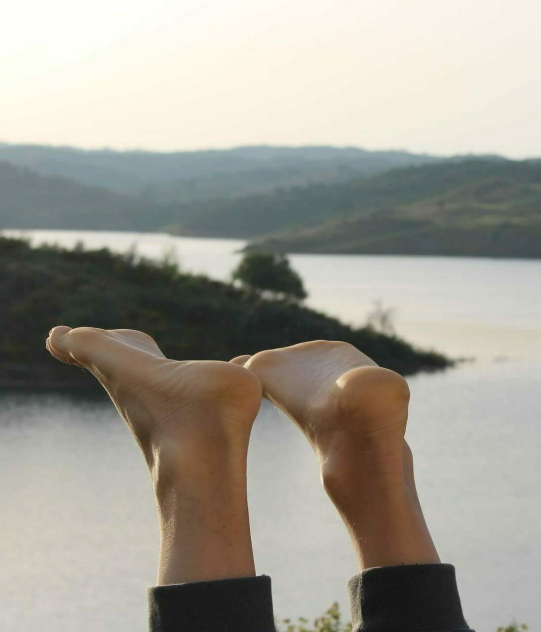 YogaUrlaub - Füße hoch im entspannten Schulterstand