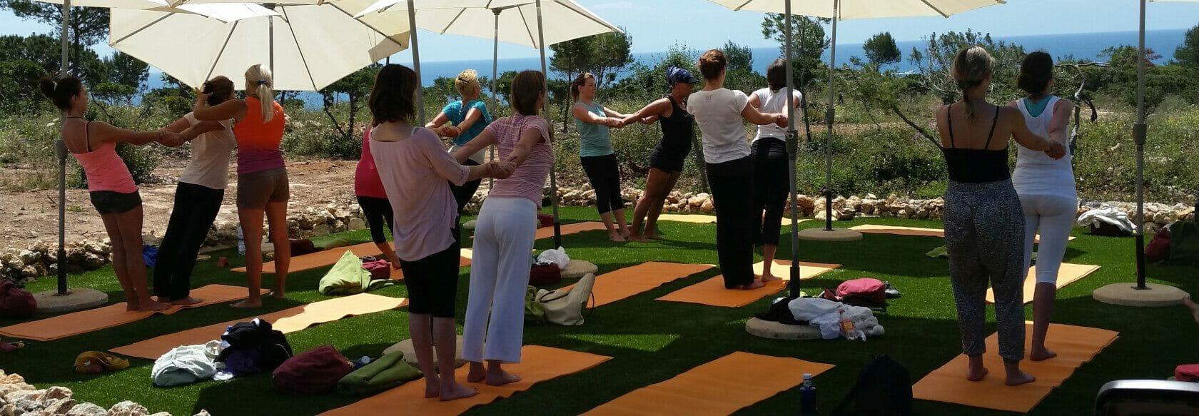 Yoga am Meer - Übungseinheit Outdoor mit Meerblick