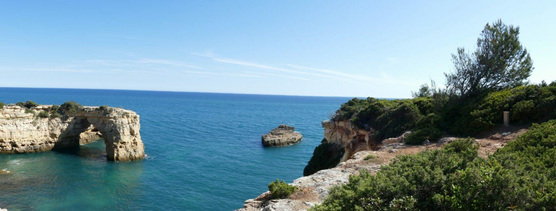 Klippenbogen Praia de Albandeira im Herzen der Felsenalgarve