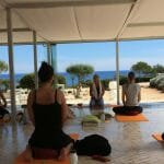 Yoga in der Suites Alba Lounge