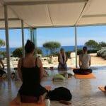 Yoga in der Suites Alba Lounge
