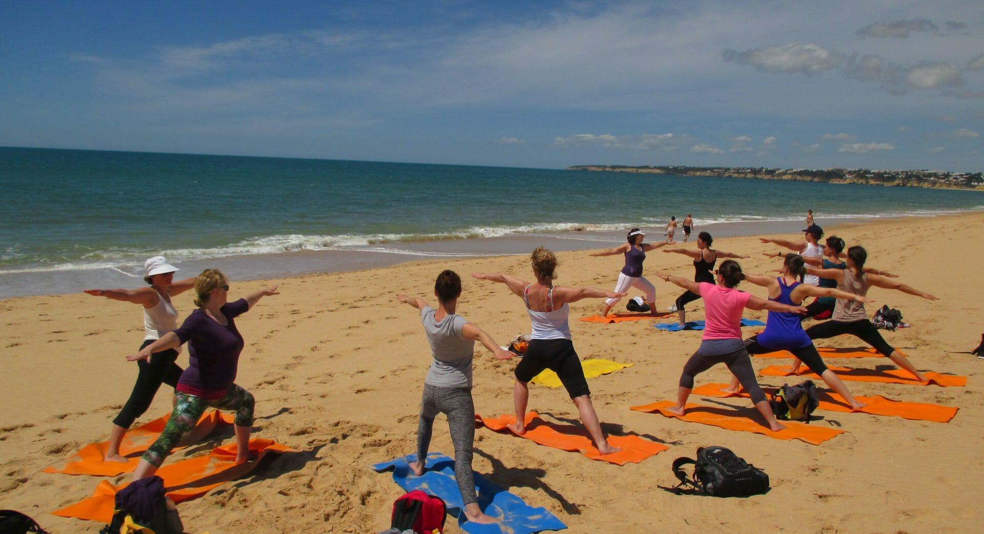 Yoga Wandern Urlaub Strandsession