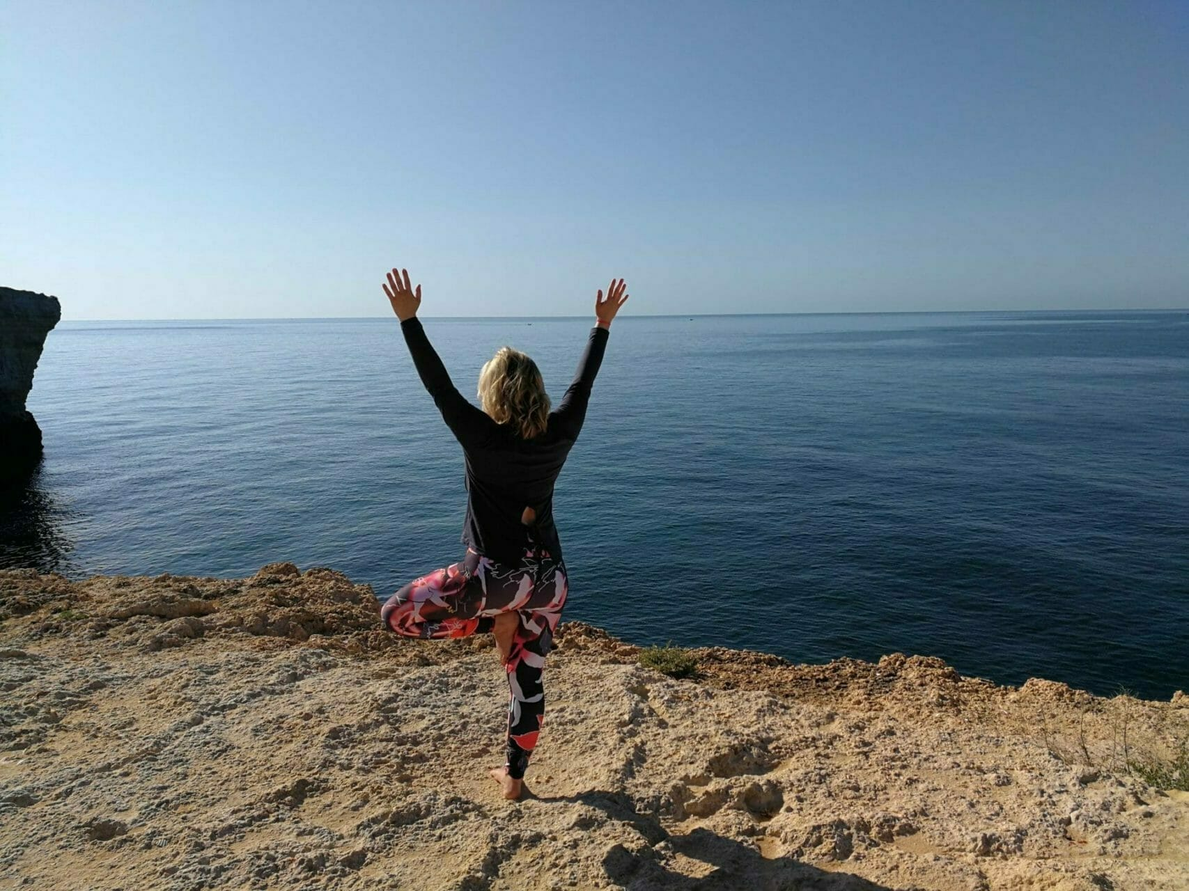 Yoga Retreat Algarve Vrksasana Yoga Baum am Meer