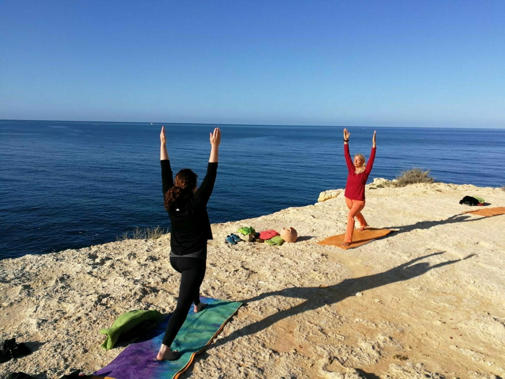 Virabradasana im Yoga Retreat Algarve am Atlantik