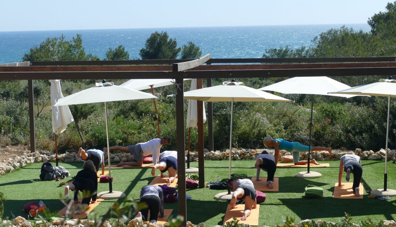 Outdoor Yoga mit Meerblick nach der e-Mountainbike Tour