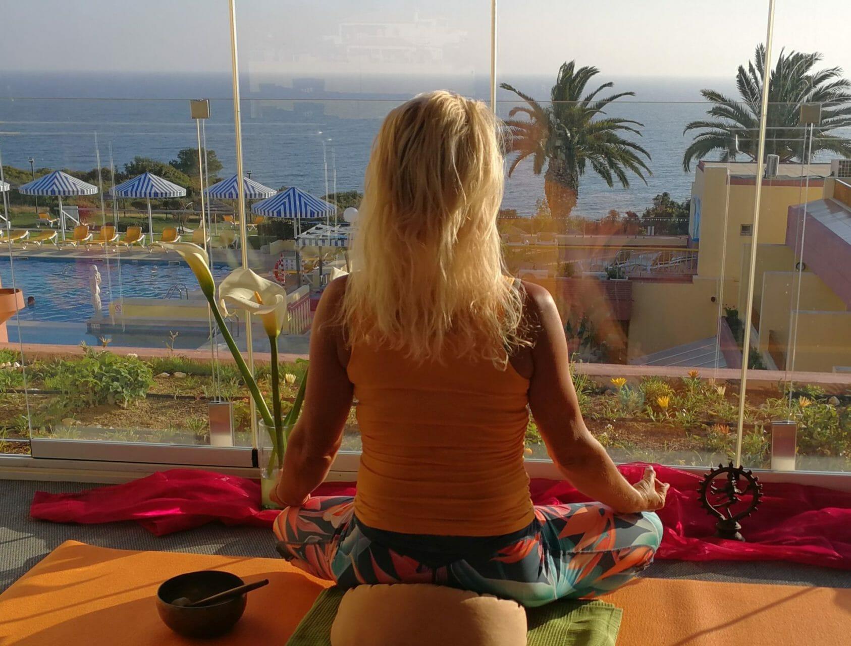 Indoor Yoga Lounge Baia Cristal