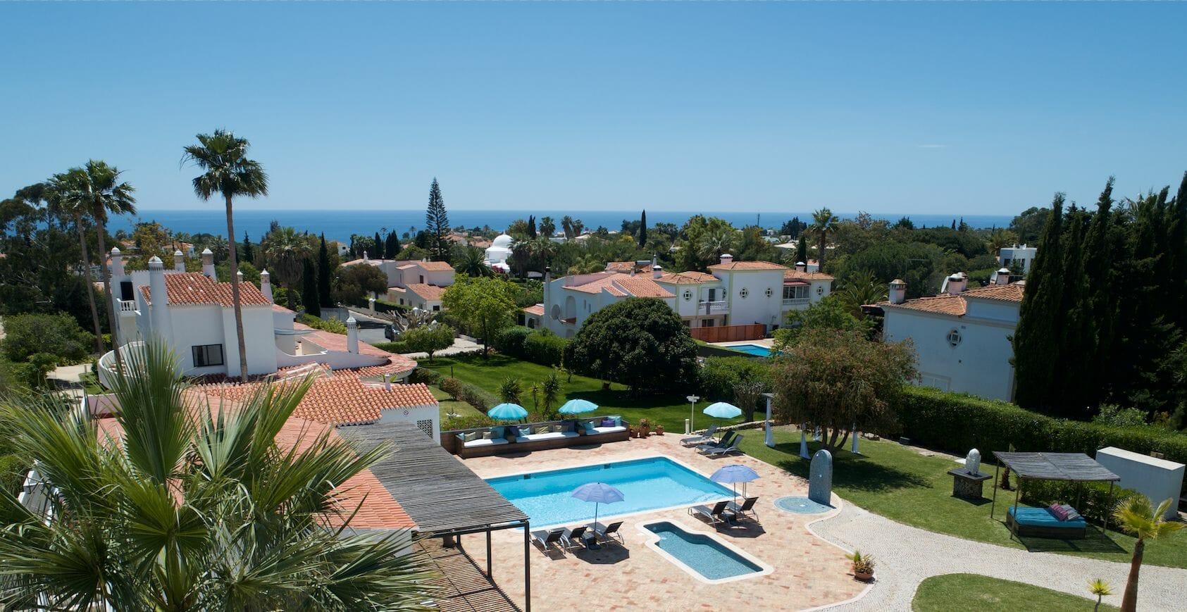 Retreat Resort Algarve Blick über Pool aufs Meer